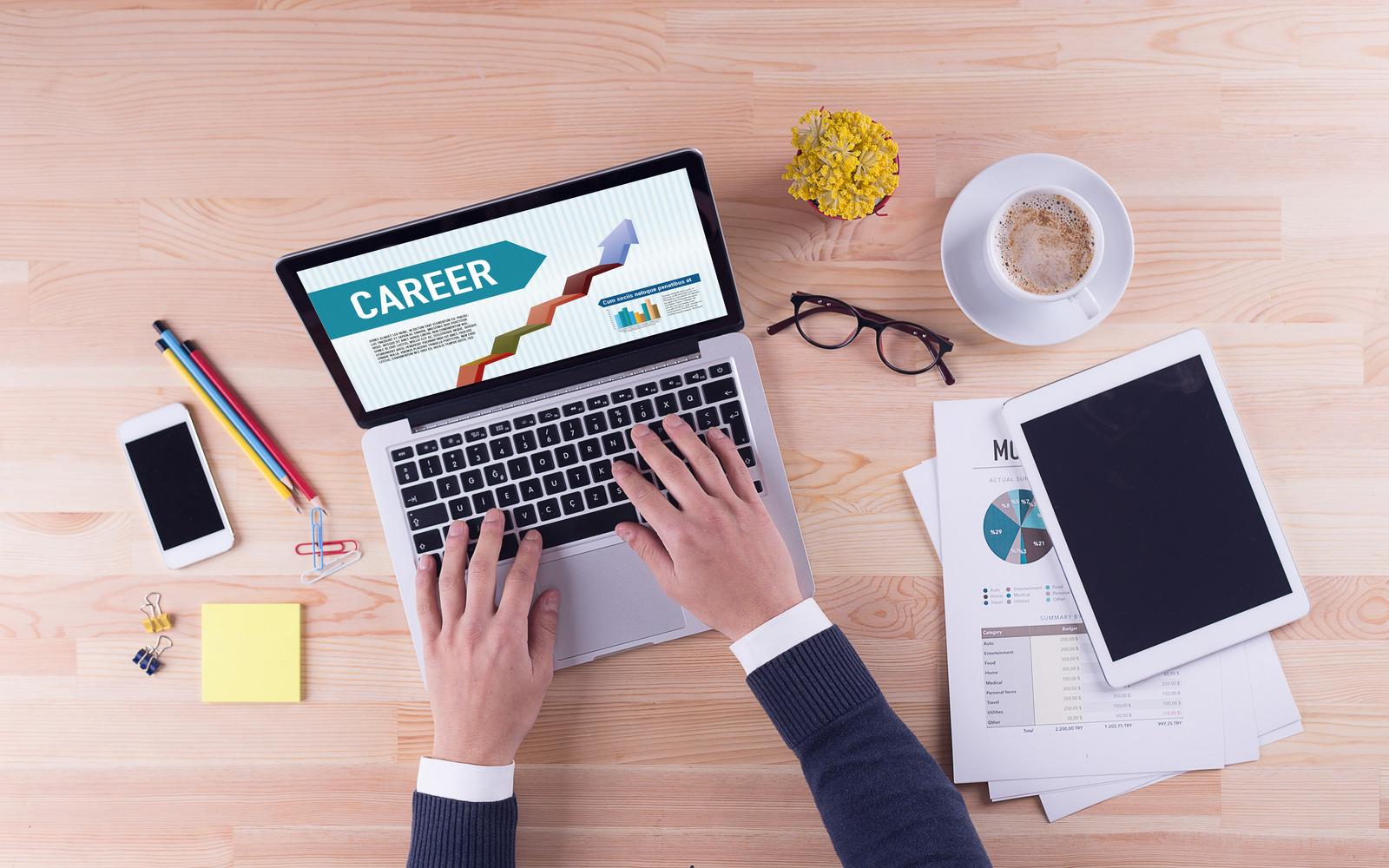 É possível mudar de carreira fazendo uma pós-graduação EAD?