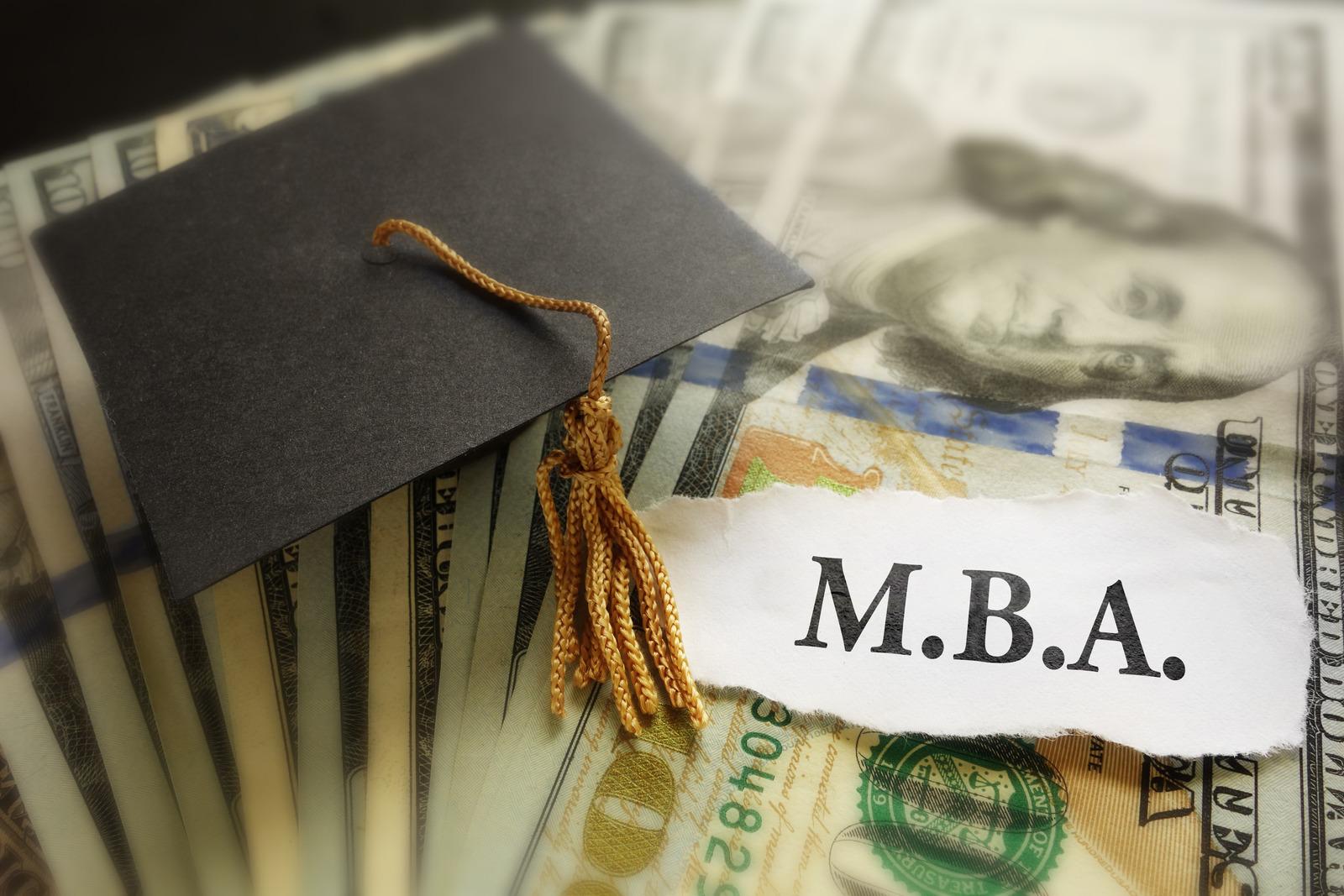Entenda as diferenças entre MBA e pós-graduação